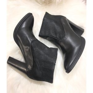 Crown Vintage Ankle Bootie Size 6